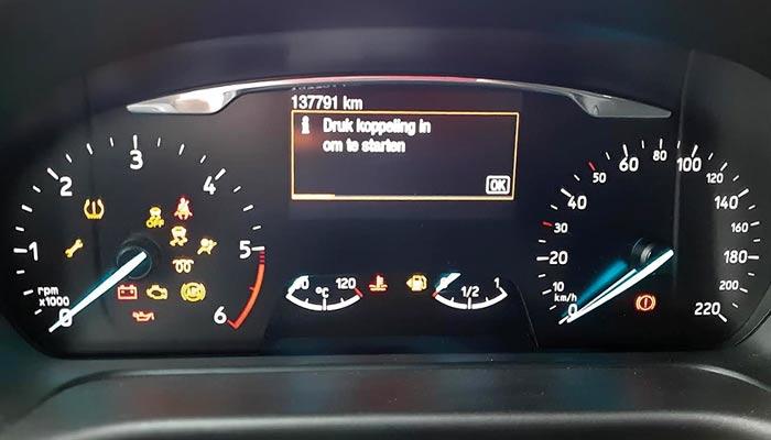 Bij welke waarschuwingslampjes in de auto moet je nu stoppen?